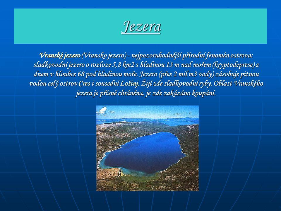 Jezera Vranské jezero (Vransko jezero) - nejpozoruhodnější přírodní fenomén ostrova: sladkovodní jezero o rozloze 5,8 km2 s hladinou 13 m nad mořem (k