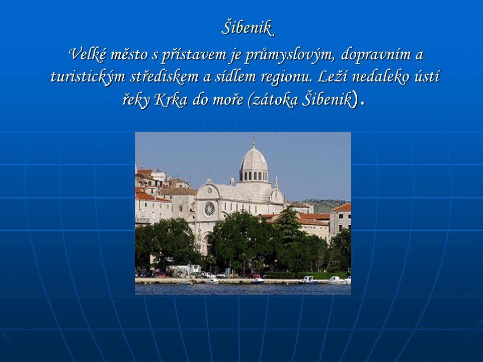 Šibenik Šibenik Velké město s přístavem je průmyslovým, dopravním a turistickým střediskem a sídlem regionu. Leží nedaleko ústí řeky Krka do moře (zát