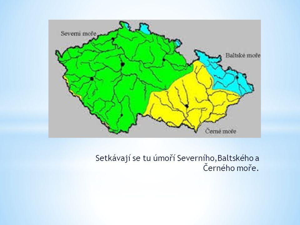 Setkávají se tu úmoří Severního,Baltského a Černého moře.