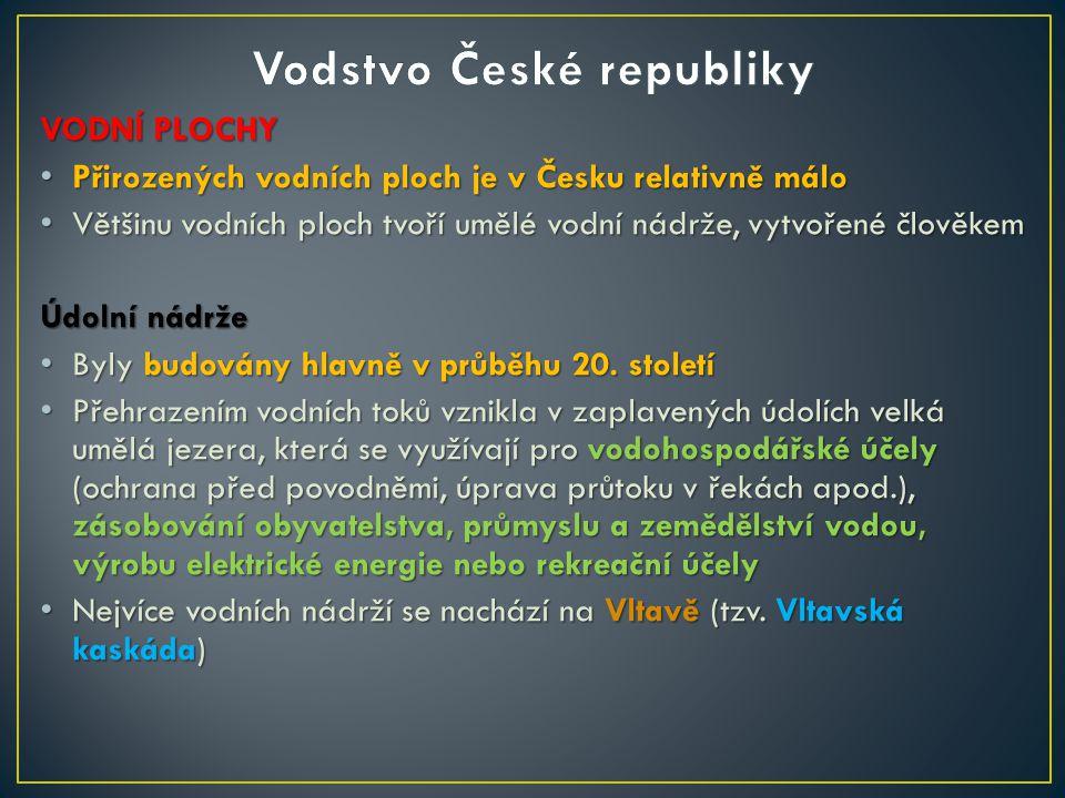 VODNÍ PLOCHY Přirozených vodních ploch je v Česku relativně málo Přirozených vodních ploch je v Česku relativně málo Většinu vodních ploch tvoří umělé vodní nádrže, vytvořené člověkem Většinu vodních ploch tvoří umělé vodní nádrže, vytvořené člověkem Údolní nádrže Údolní nádrže Byly budovány hlavně v průběhu 20.