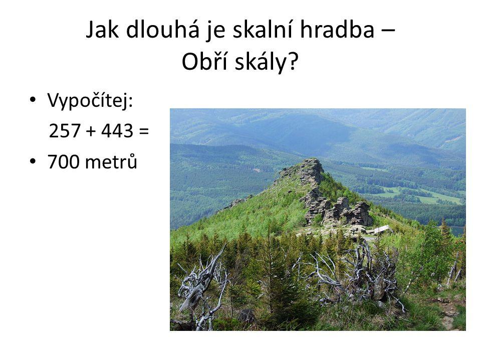 Jak dlouhá je skalní hradba – Obří skály? Vypočítej: 257 + 443 = 700 metrů