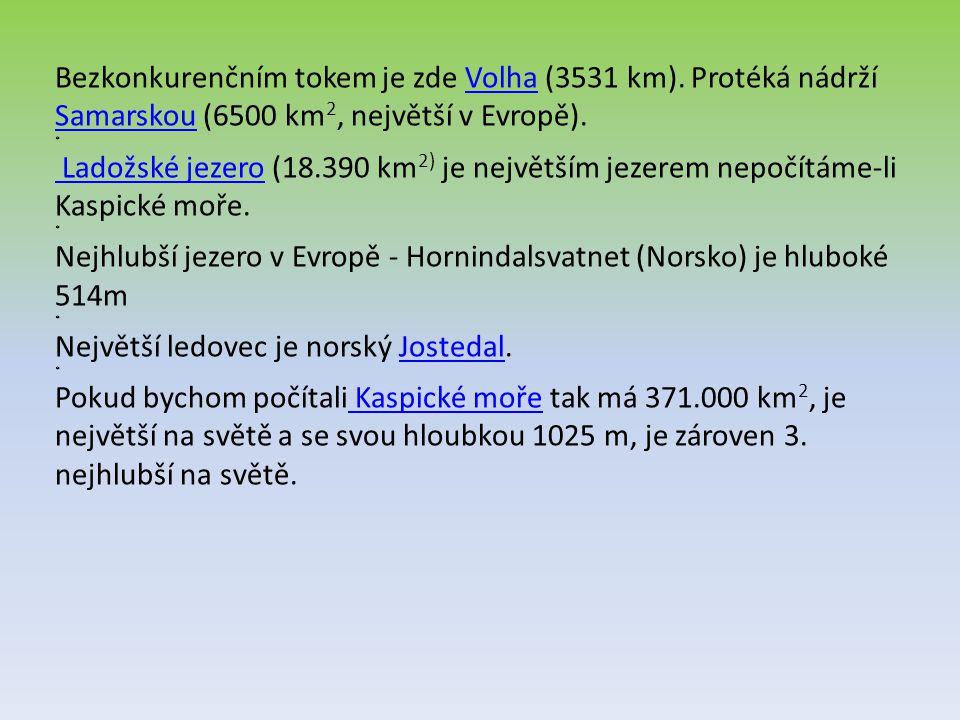 Bezkonkurenčním tokem je zde Volha (3531 km). Protéká nádrží Samarskou (6500 km 2, největší v Evropě). * Ladožské jezero (18.390 km 2) je největším je