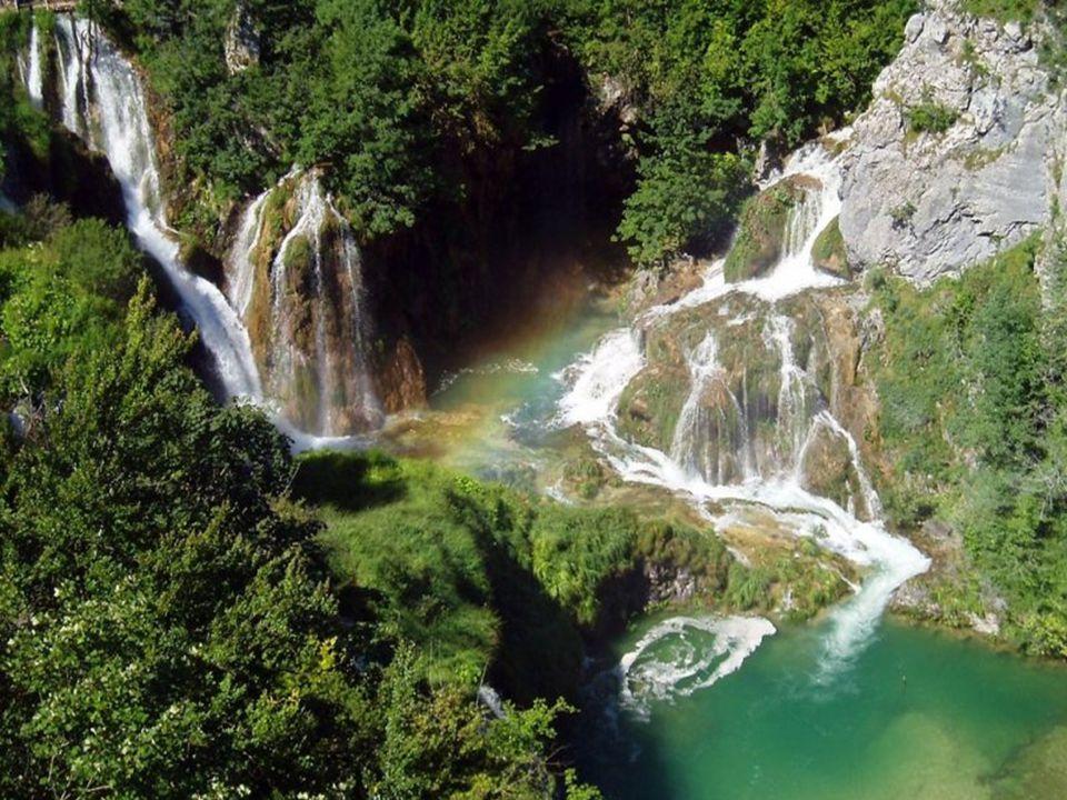Připadáte si tu jako v ráji. Tyrkysová jezera, impozantní vodopády, bílé skály.