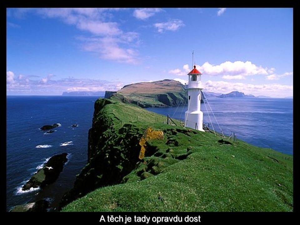 A protože pobřeží ostrova je dost členité, pro bezpečnost lodí jsou důležité majáky