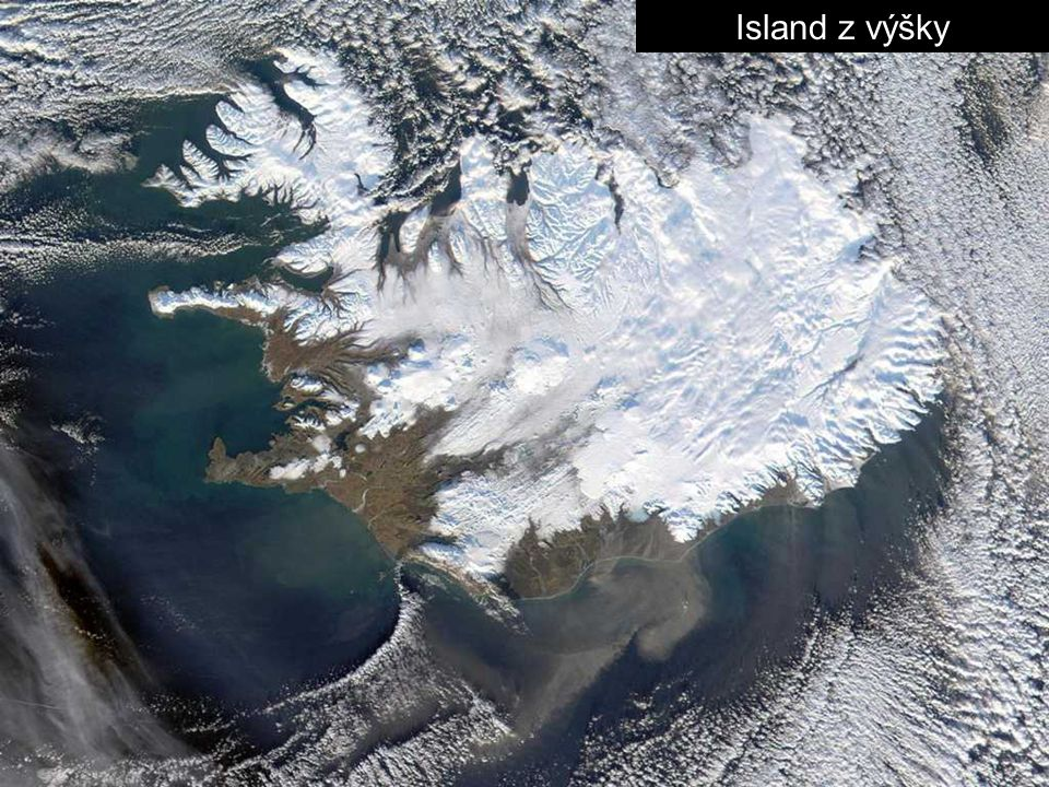Iceland-The-Northern-Lights-above-the-ash-plume-of-the-Eyjafjallajokull-Volcano