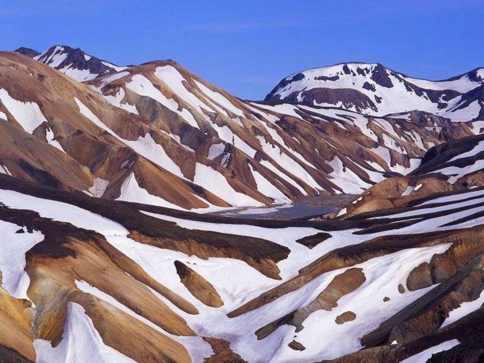 Barevné mraky nad Islandem