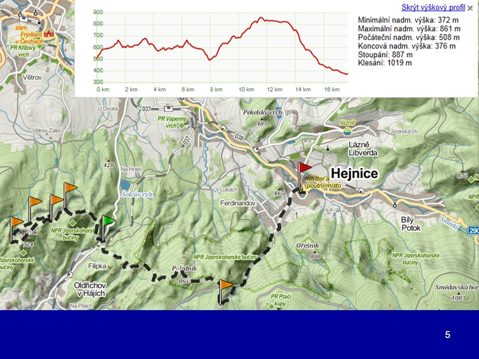 36 Nyní již po hřebeni procházíme kolem dalších různorodých skalních útvarů 1 km po žluté k vyhlídce Polední kameny (1006 m), je vzdálená 50 m vlevo od rozcestníku.