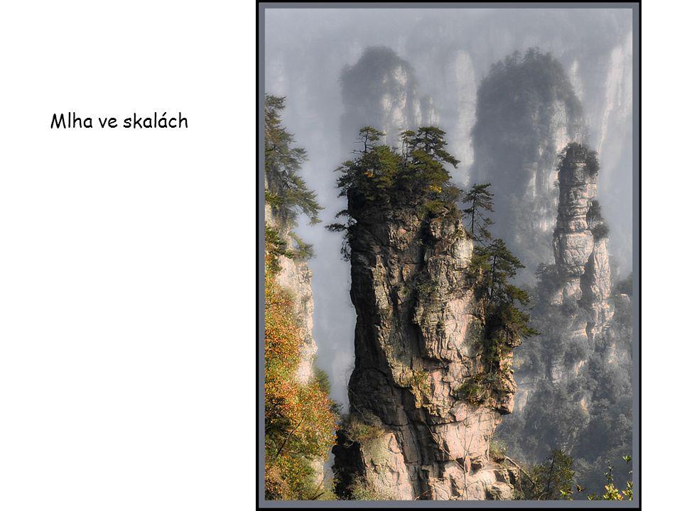 Mlha ve skalách