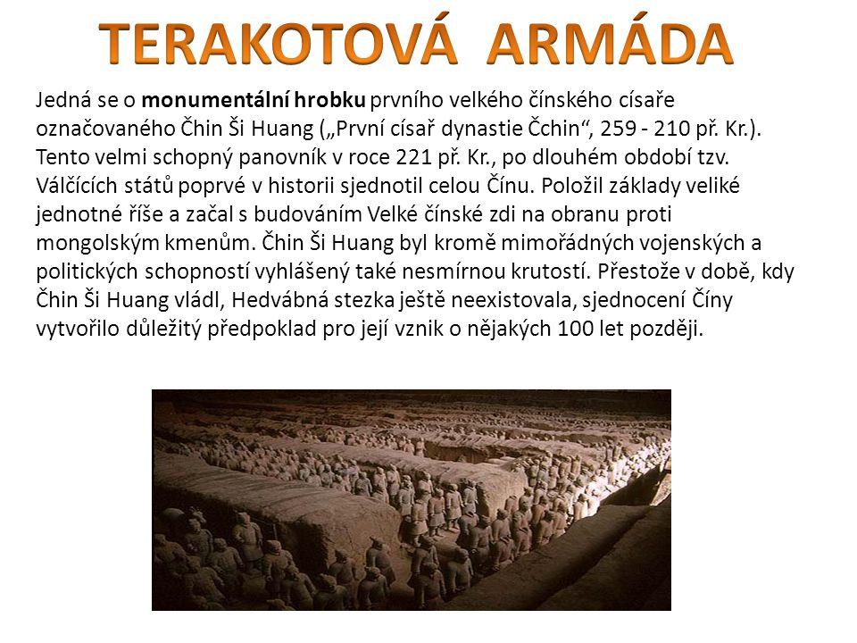 """Jedná se o monumentální hrobku prvního velkého čínského císaře označovaného Čhin Ši Huang (""""První císař dynastie Čchin , 259 - 210 př."""