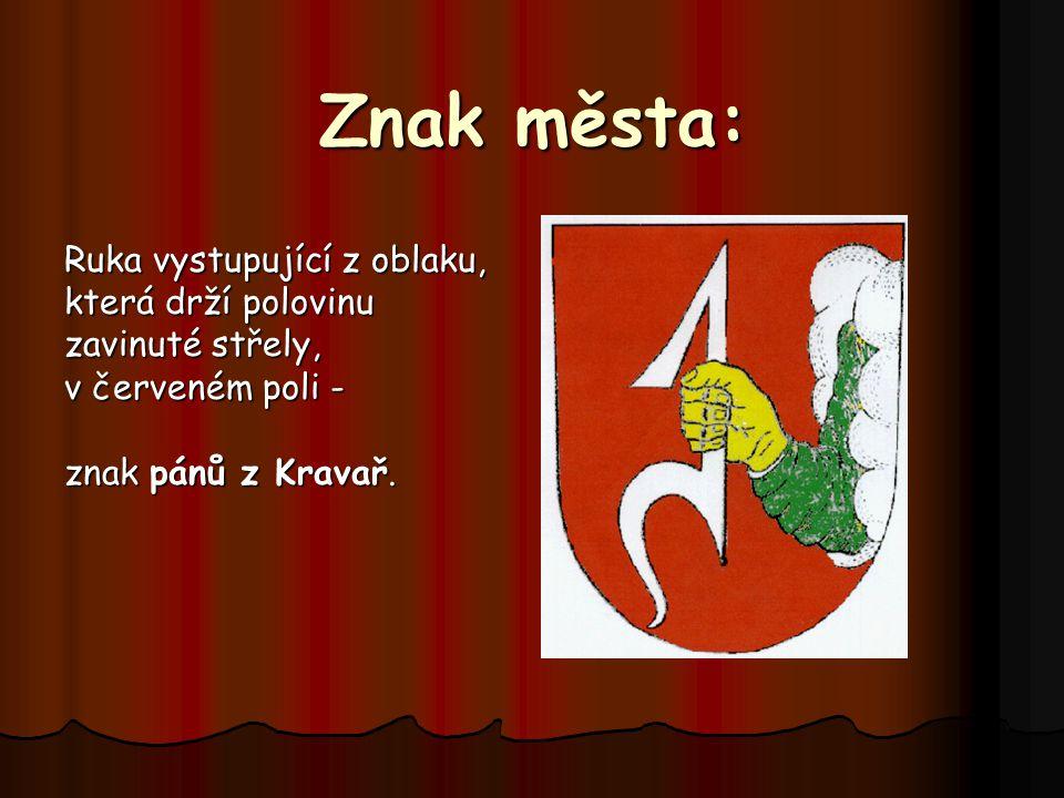 Znak města: Ruka vystupující z oblaku, která drží polovinu zavinuté střely, v červeném poli - znak pánů z Kravař.