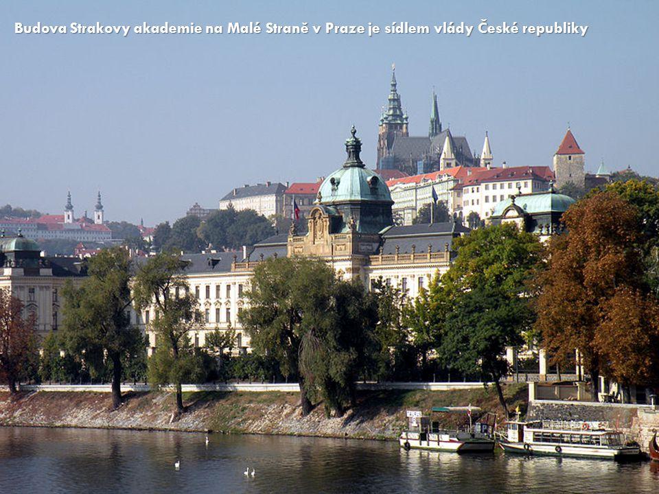 Budova Strakovy akademie na Malé Straně v Praze je sídlem vlády České republiky