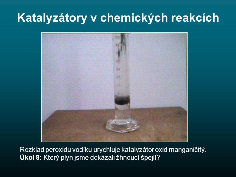 Katalyzátory v chemických reakcích Rozklad peroxidu vodíku urychluje katalyzátor oxid manganičitý.