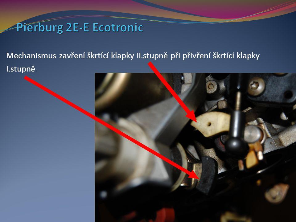 Mechanismus zavření škrtící klapky II.stupně při přivření škrtící klapky I.stupně