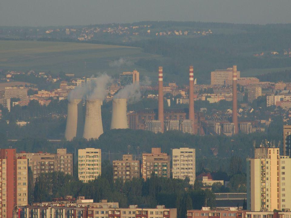 MOŽNOSTI ŘEŠENÍ ZNEČIŠŤOVÁNÍ OVZDUŠÍ Snížení energetické náročnosti – největší množství energie vyrábějí tepelné elektrárny, nejvíce znečišťují ovzduší (spalováním fosilních paliv) a těžbou potřebných surovin se naruší krajina, ukládání odpadů.