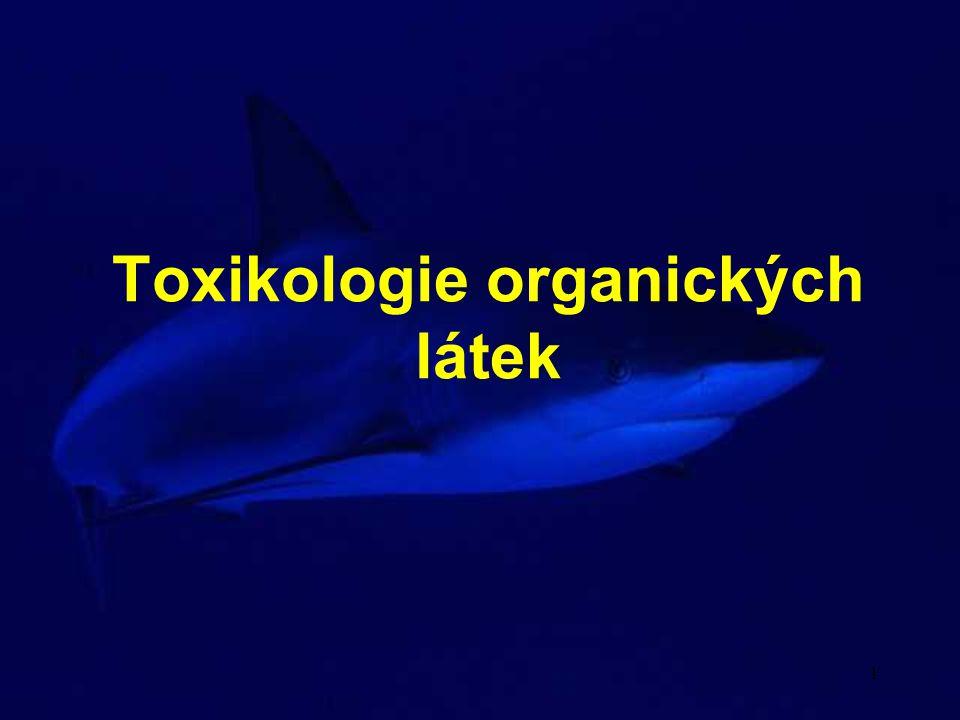 12 Alkoholy Fenol výrazně leptavé účinky - nekrosa buněk na sliznicích smrtelná orální dávka pro člověka 5 - 12g po požití nejprve poleptání trávícího traktu a atak CNS, později poškození ledvin, myokardu, jater, pankreasu a sleziny usmrcuje mikroorganismy, výrazné cytotoxické účinky