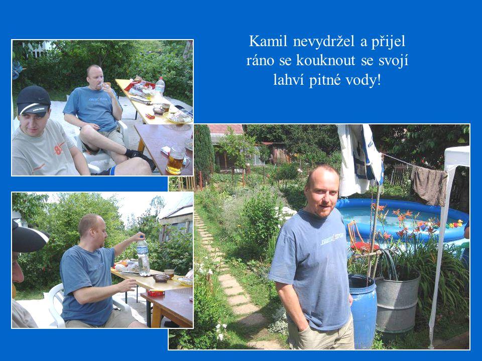 Kamil nevydržel a přijel ráno se kouknout se svojí lahví pitné vody!