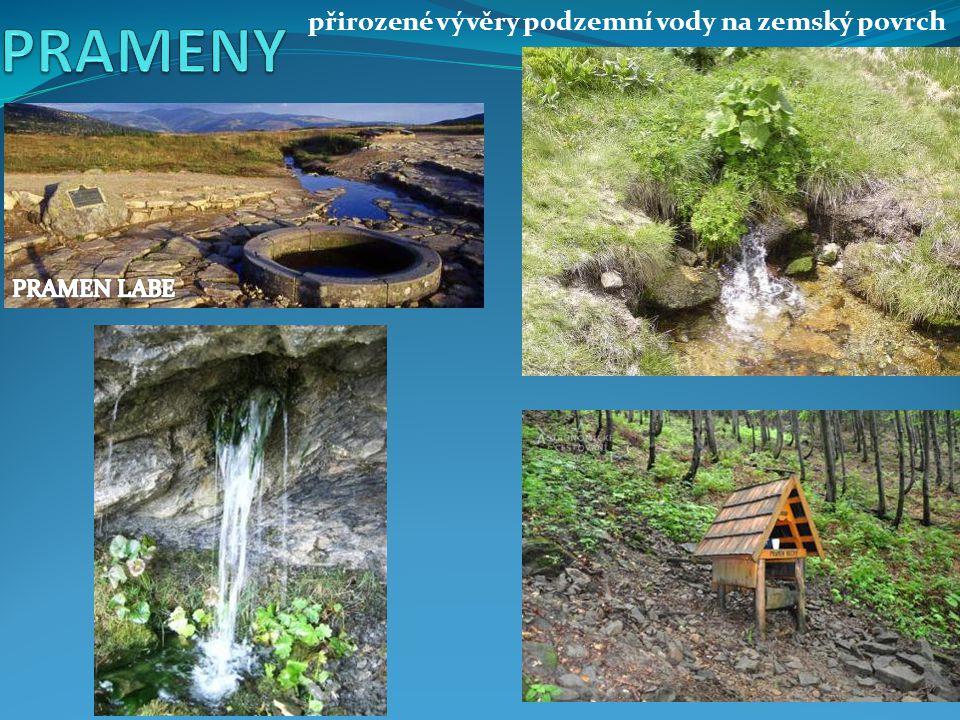 přirozené vývěry podzemní vody na zemský povrch