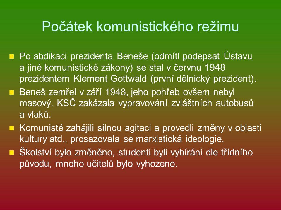 Počátek komunistického režimu Po abdikaci prezidenta Beneše (odmítl podepsat Ústavu a jiné komunistické zákony) se stal v červnu 1948 prezidentem Klem