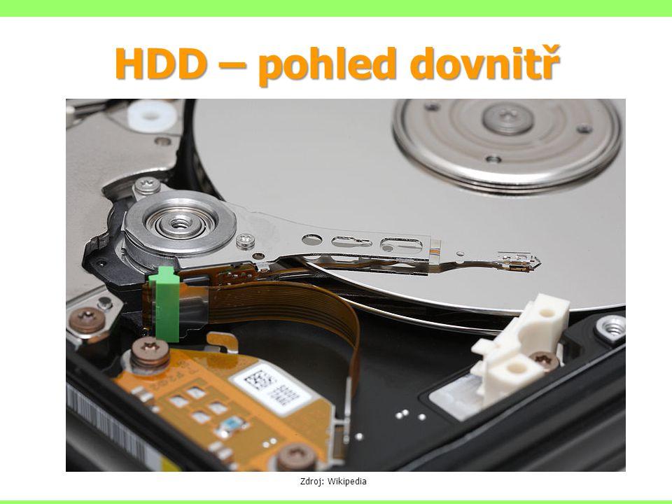 HDD – pohled dovnitř Zdroj: Wikipedia