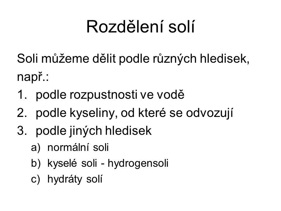 Rozdělení solí podle kyselin, od kterých jsou odvozeny Halogenidy – fluoridy, chloridy, bromidy, jodidy (soli kyseliny fluorovodíkové…) Sulfidy (soli kyseliny sirovodíkové - sulfanové) Sírany (soli kyseliny sírové) Siřičitany (soli kyseliny siřičité) Uhličitany (soli kyseliny uhličité) Dusičnany (soli kyseliny dusičné)