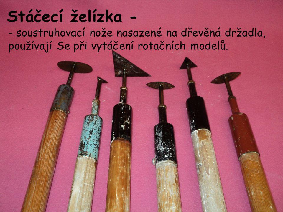 Stáčecí želízka - - soustruhovací nože nasazené na dřevěná držadla, používají Se při vytáčení rotačních modelů.