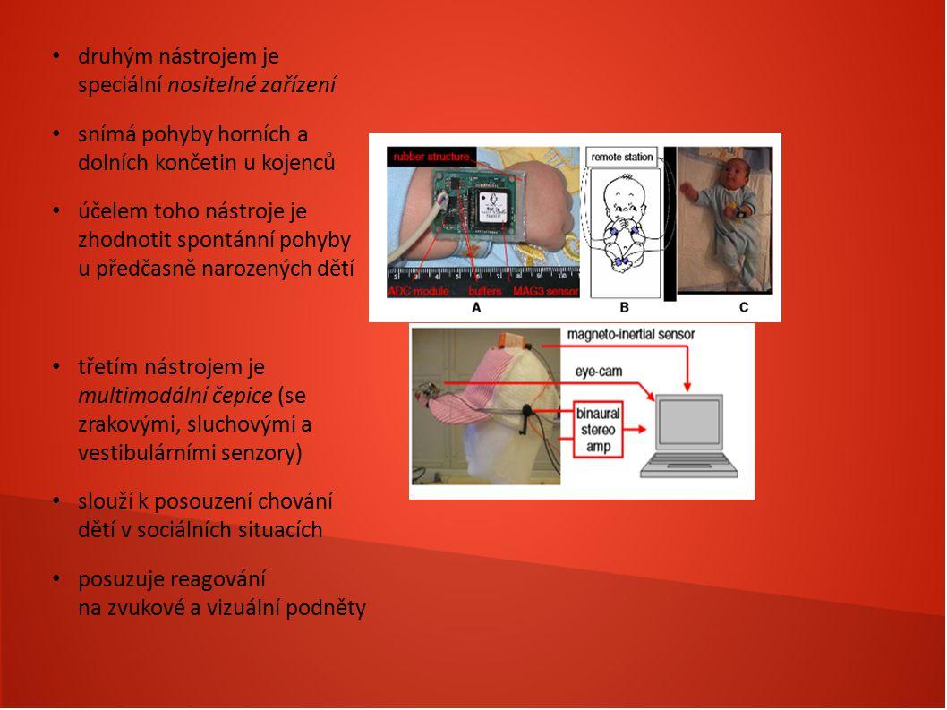druhým nástrojem je speciální nositelné zařízení snímá pohyby horních a dolních končetin u kojenců účelem toho nástroje je zhodnotit spontánní pohyby