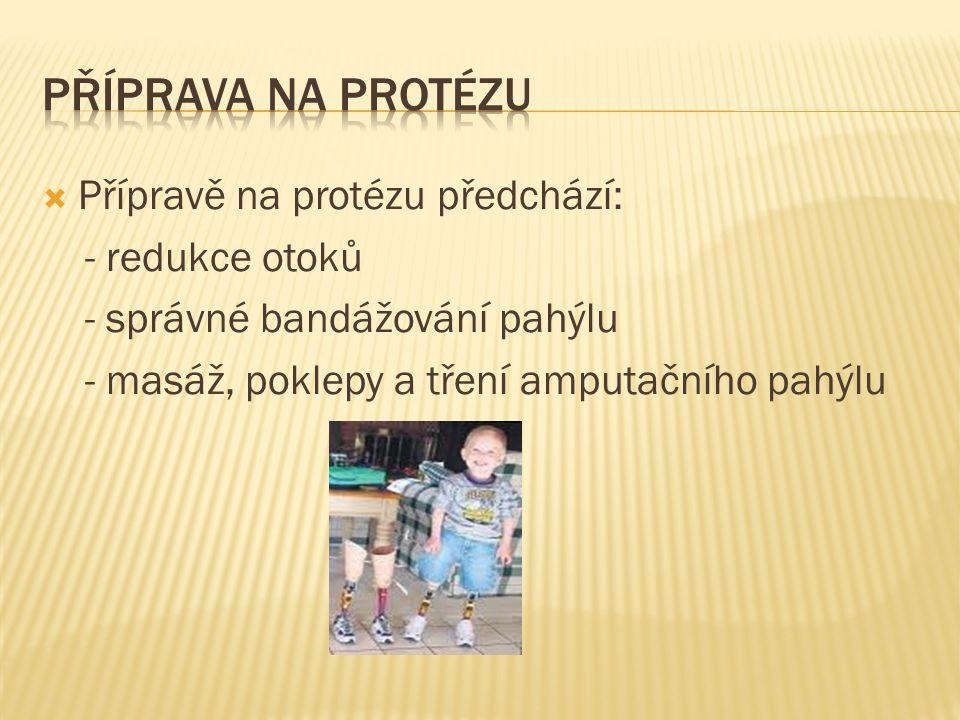  Přípravě na protézu předchází: - redukce otoků - správné bandážování pahýlu - masáž, poklepy a tření amputačního pahýlu