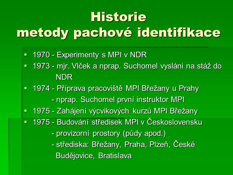 Historie metody pachové identifikace  1970 - Experimenty s MPI v NDR  1973 - mjr. Vlček a nprap. Suchomel vysláni na stáž do NDR NDR  1974 - Přípra