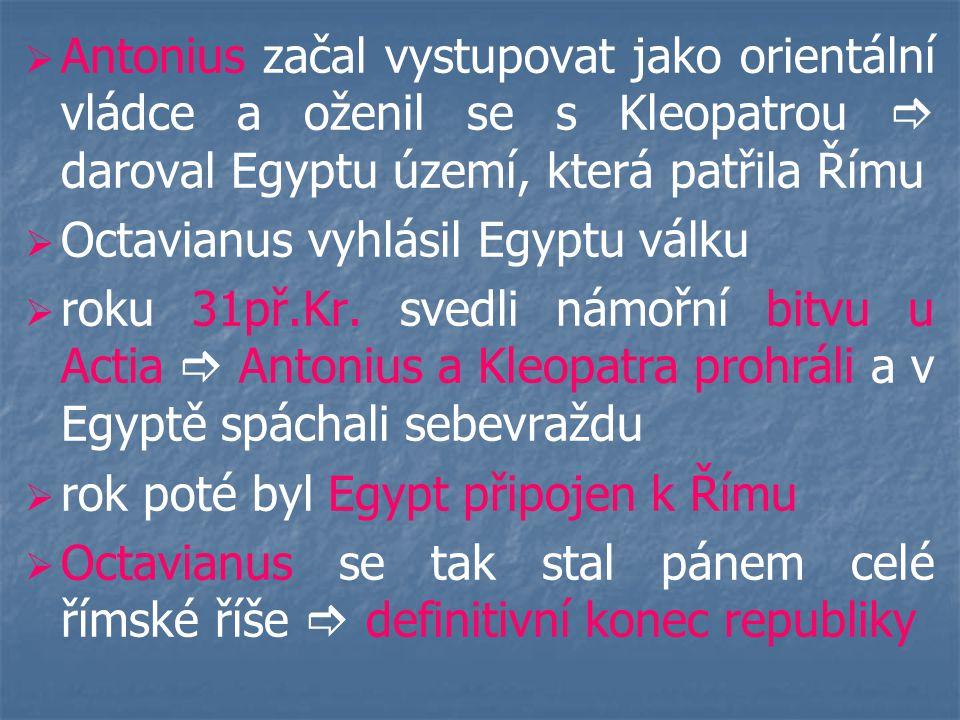 DIOCLETIANUS (284 – 305)   schopný panovník   DOMINÁT  absolutní samovláda dominus = pán   území rozdělil pro lepší správu na části   Řím přestal být hlavním městem říše   pronásledoval křesťany   z kolónů se postupně stávají nevolníci