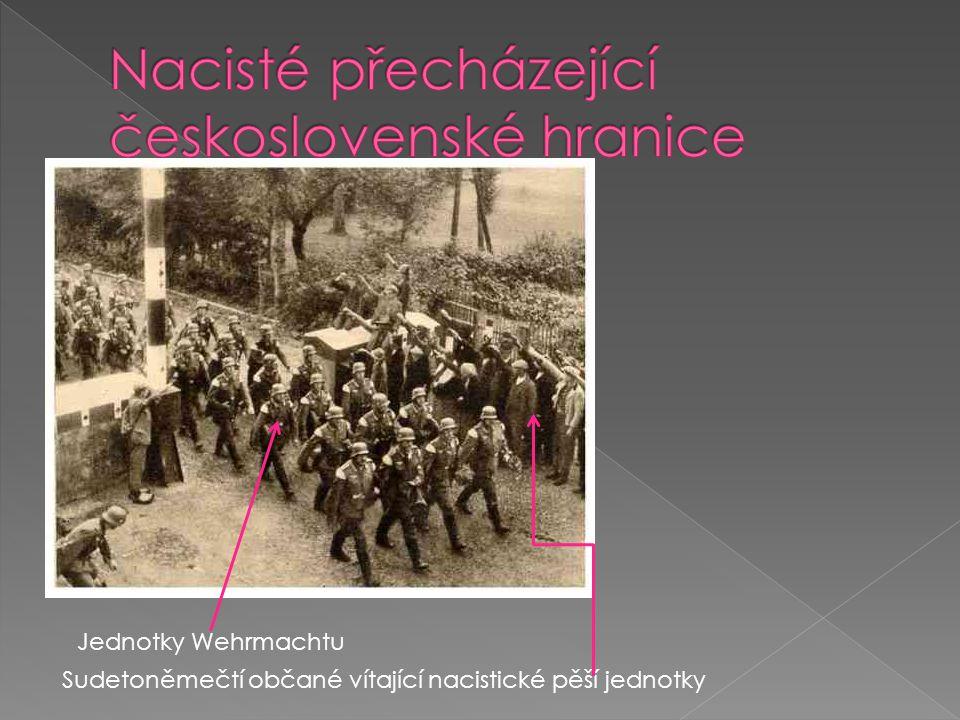 Sudetoněmečtí občané vítající nacistické pěší jednotky Jednotky Wehrmachtu