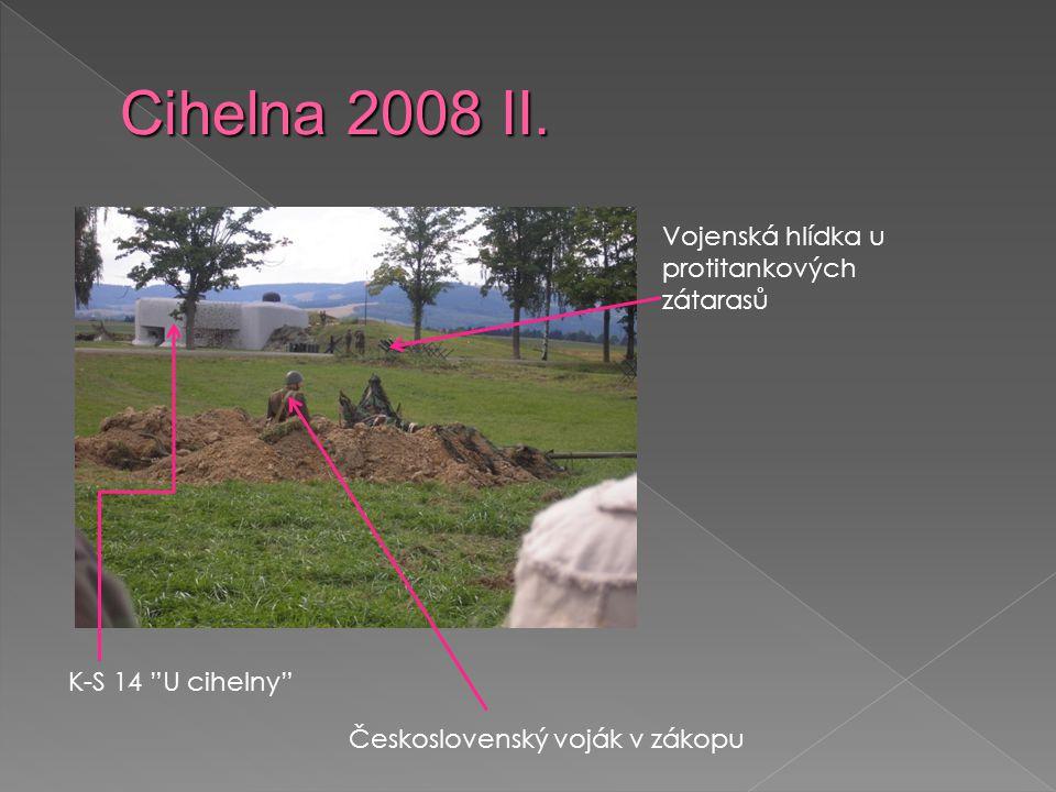 K-S 14 U cihelny Československý voják v zákopu Vojenská hlídka u protitankových zátarasů