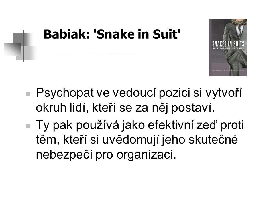 Babiak: 'Snake in Suit' Psychopat ve vedoucí pozici si vytvoří okruh lidí, kteří se za něj postaví. Ty pak používá jako efektivní zeď proti těm, kteří
