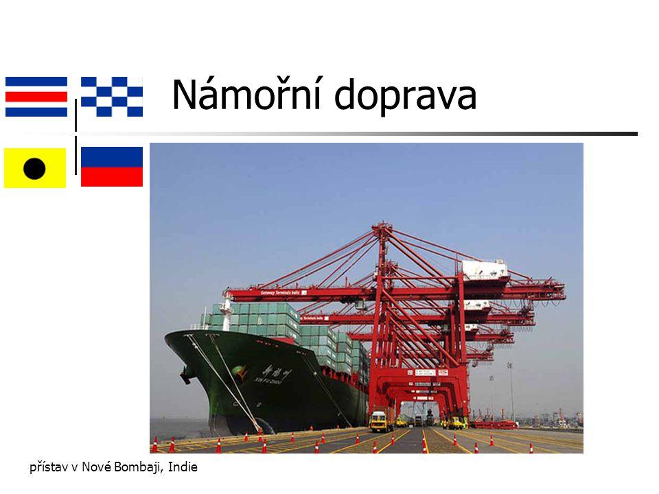Charakteristika námořní dopravy levná mezikontinentální přeprava 60% lodí je registrováno v zemích levné vlajky naftový motor transport: obvykle nezpracované materiály: látky, paliva, rudy, uhlí, obilí kromě přepravy pro účely vojenské, rekreační, výzkumné, rybářské, pirátské