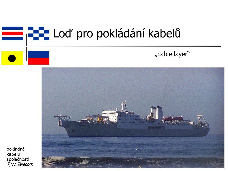 """Loď pro pokládání kabelů """"cable layer pokladač kabelů společnosti Tyco Telecom"""