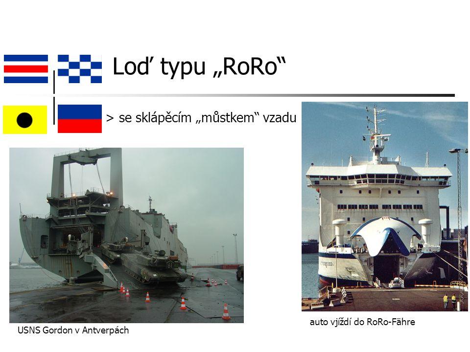 """Loď typu """"RoRo > se sklápěcím """"můstkem vzadu USNS Gordon v Antverpách auto vjíždí do RoRo-Fähre"""