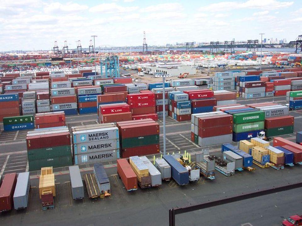 """Typy lodí bulker (bulk carrier) tanker (+ supertanker) kontejnerová loď trajekt výletní loď loď pro přepravu aut """"OBO / """"OBC loď (multifunkční) remorkér (tahá bárkové lodě aj.) bárková loď loď pro pokládání kabelů """"RoRo (Roll-on/Roll-off) pobřežní obchodní loď (menší) rybářská loď výzkumná loď válečná loď chladírenská loď (reefer) plovoucí rypadlo ledoborec  těžko jednoznačně dělit - příliš mnoho kritérií"""