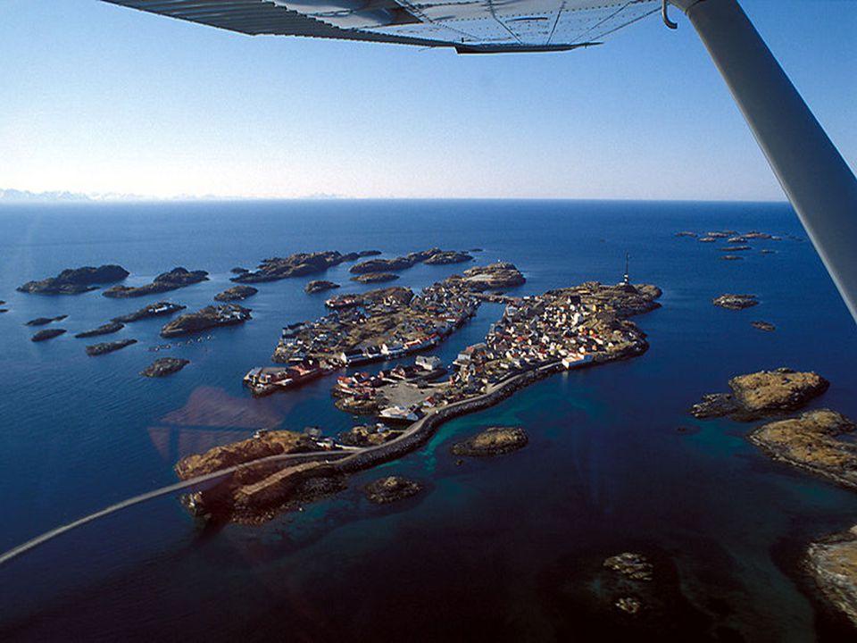 Reine je malá rybářská vesnice na východní straně ostrovů Lofoty.