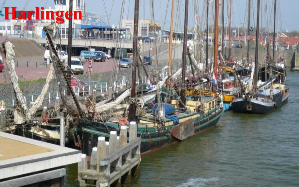 Harlingen -je přístavní město. Socha připomíná příběh o chlapci, - jenž prstem ucpal otvor v hrázi…