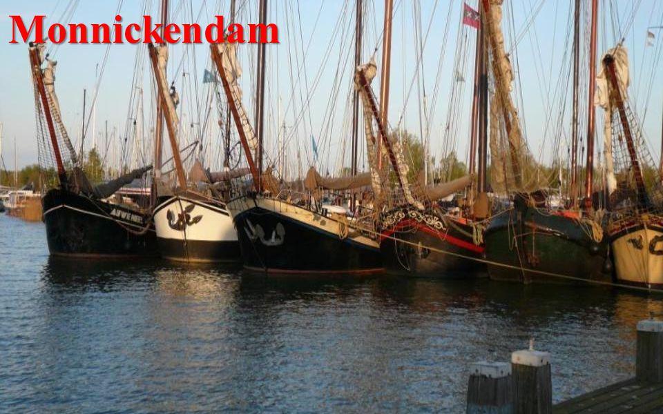 Monnickendam Poklidné rybářské městečko. Zachovaly se zde půvabné štítové domy.
