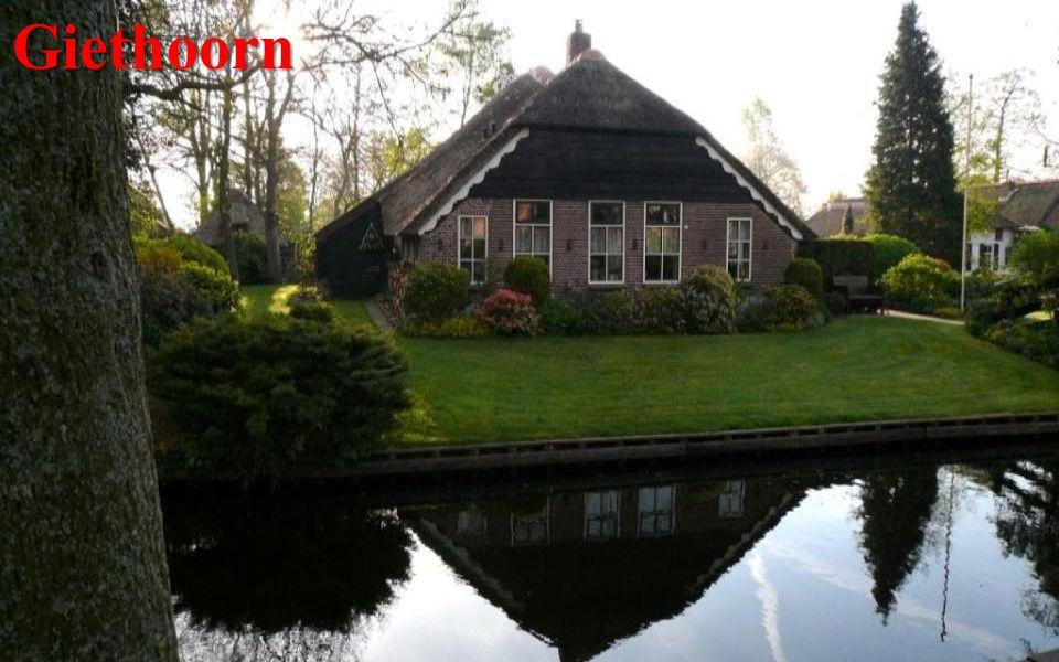 ZuiderzeemuseumEnkhuizen Je zde asi 130 budov, nechybí ani ukázky dřívějšího stylu života.