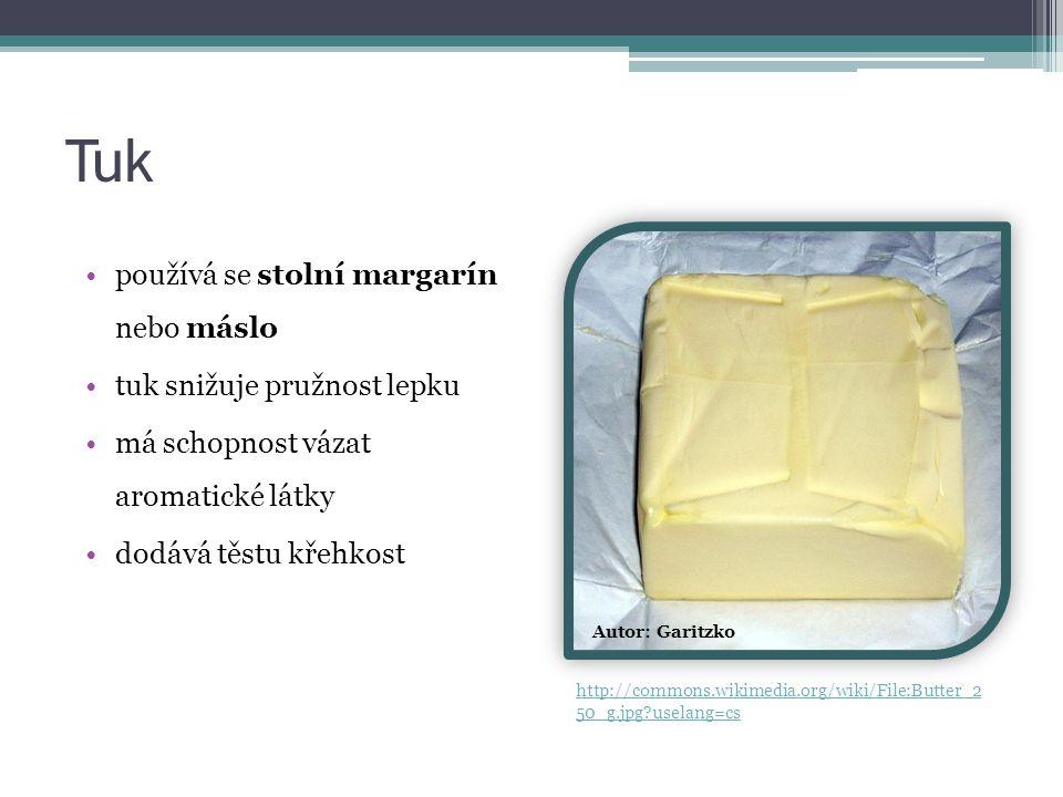Tuk používá se stolní margarín nebo máslo tuk snižuje pružnost lepku má schopnost vázat aromatické látky dodává těstu křehkost Autor: Garitzko http://commons.wikimedia.org/wiki/File:Butter_2 50_g.jpg?uselang=cs