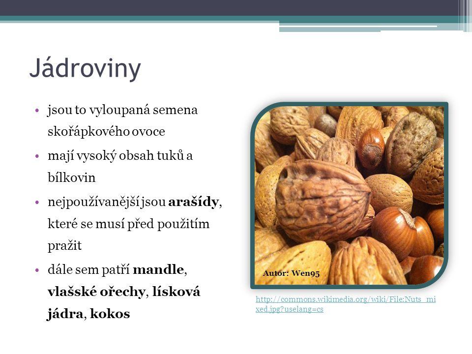Jádroviny jsou to vyloupaná semena skořápkového ovoce mají vysoký obsah tuků a bílkovin nejpoužívanější jsou arašídy, které se musí před použitím pražit dále sem patří mandle, vlašské ořechy, lísková jádra, kokos Autor: Wen95 http://commons.wikimedia.org/wiki/File:Nuts_mi xed.jpg?uselang=cs