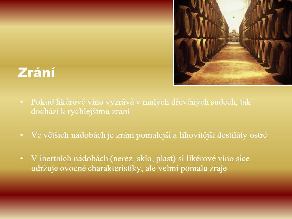 Pokud likérové víno vyzrává v malých dřevěných sudech, tak dochází k rychlejšímu zrání Ve větších nádobách je zrání pomalejší a lihovitější destiláty