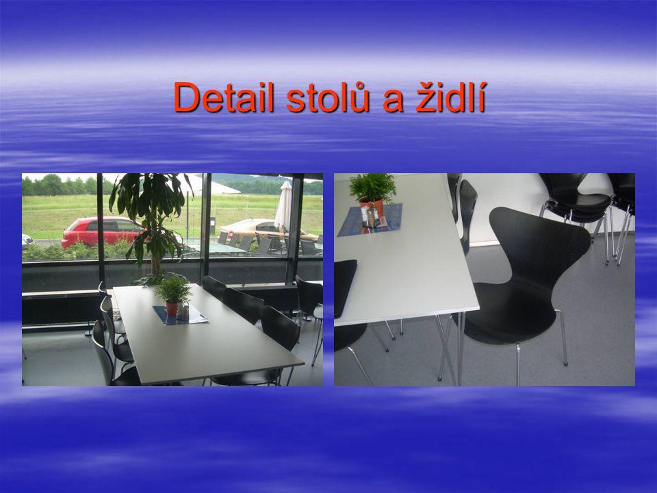 Samoobslužné pulty Prostor jídelny a kuchyně je oddělen výdejním pultem a ostrůvky se samoobslužnými pulty