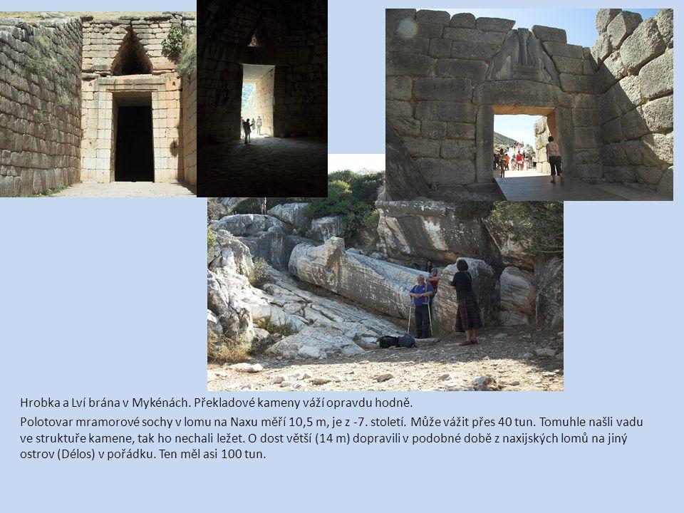 Hrobka a Lví brána v Mykénách. Překladové kameny váží opravdu hodně. Polotovar mramorové sochy v lomu na Naxu měří 10,5 m, je z -7. století. Může váži