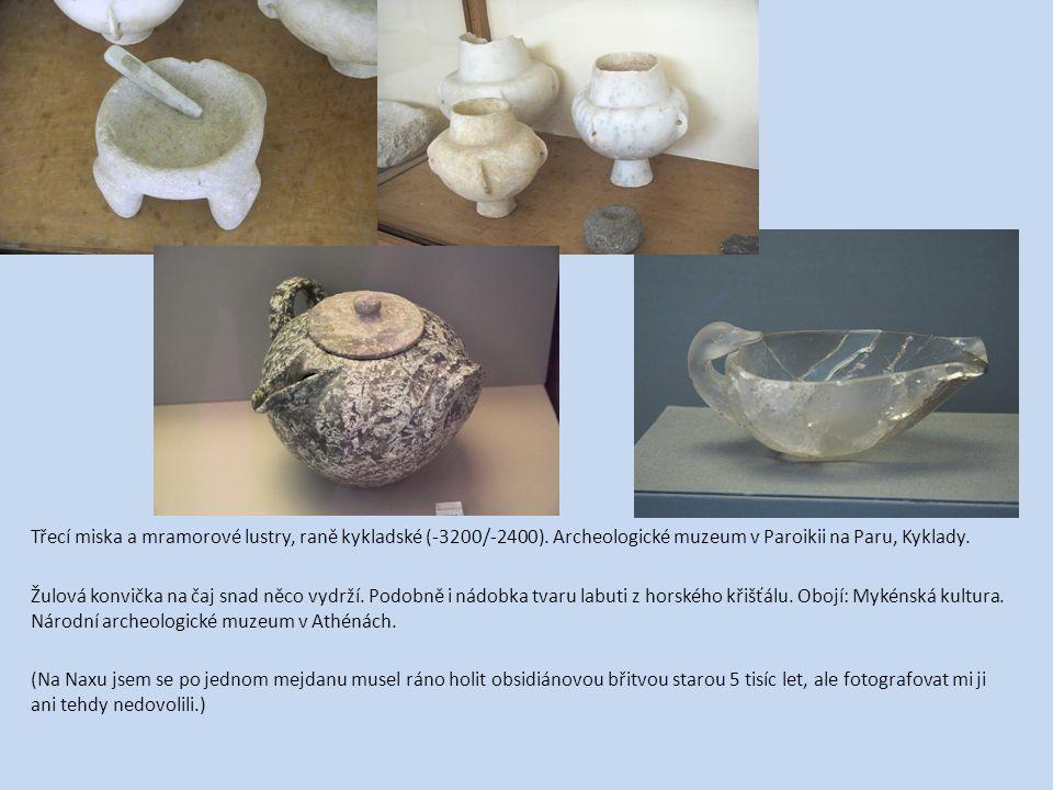 Třecí miska a mramorové lustry, raně kykladské (-3200/-2400). Archeologické muzeum v Paroikii na Paru, Kyklady. Žulová konvička na čaj snad něco vydrž