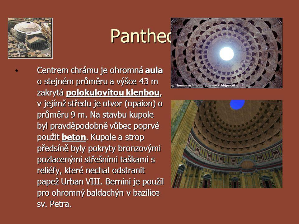 Vstup do chrámu tvoří mohutný portikus s 16 žulovými sloupy s korintskými hlavicemi, který je jedinou dochovanou částí původní stavby z roku 27 př.