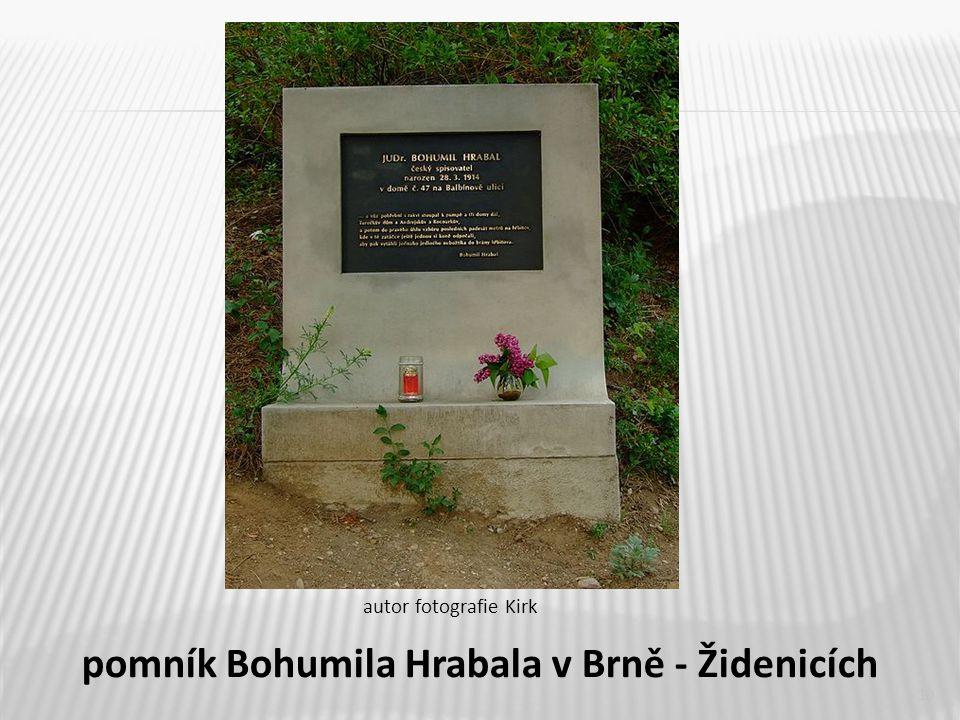 10 pomník Bohumila Hrabala v Brně - Židenicích autor fotografie Kirk