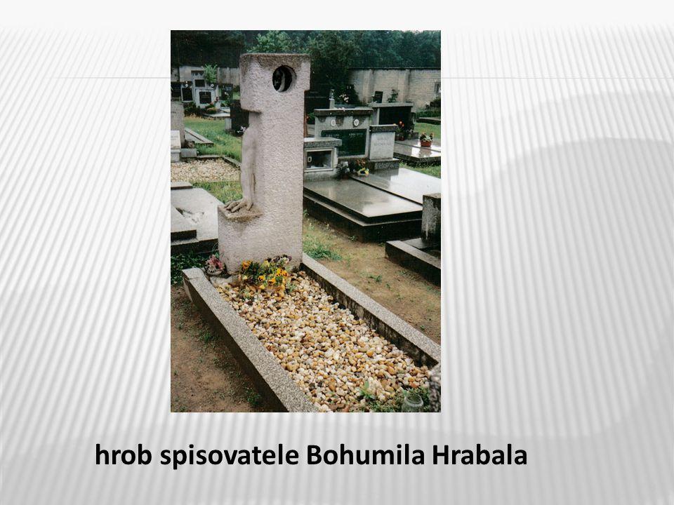 9 hrob spisovatele Bohumila Hrabala