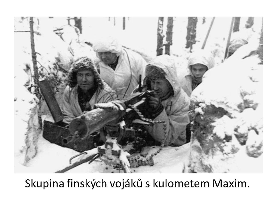Skupina finských vojáků s kulometem Maxim.